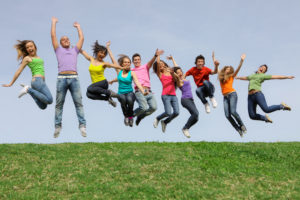 jeunes multicolore sautant en ligne